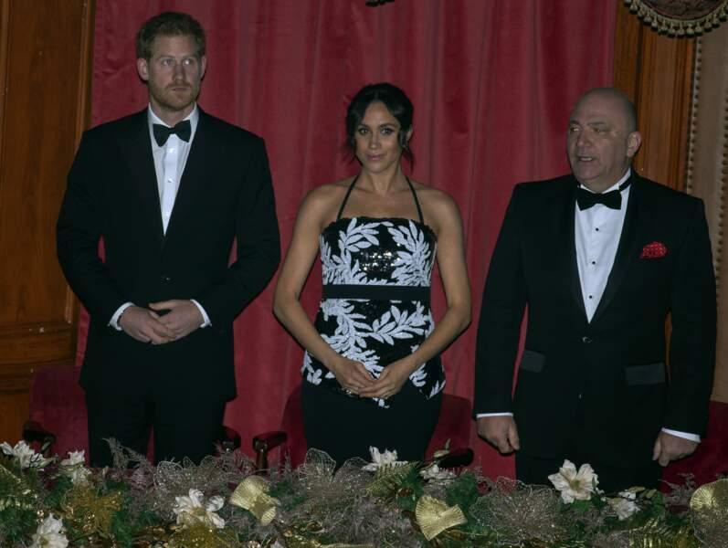 Le prince Harry et Meghan Markle étaient tous deux vêtus en noir et blanc.
