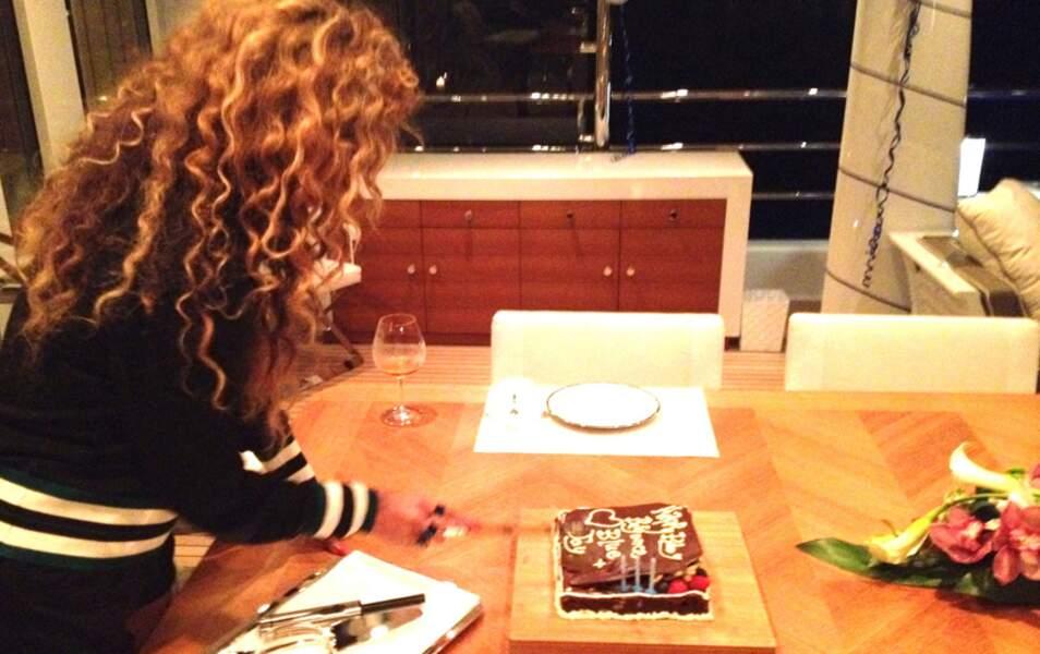 Beyoncé coupe son gâteau d'anniversaire