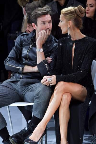 Céline Dion et Pepe Muñoz en pleine discussion pendant le défilé d'Alexandre Vauthier le 22 janvier 2019