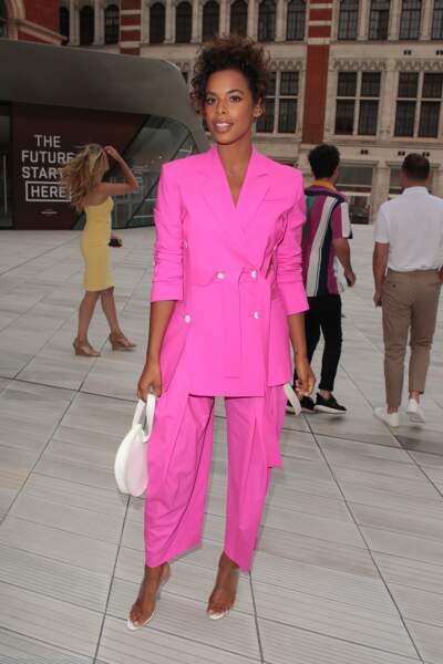 Les do de la semaine : le costume pantalon rose - Rochelle Humes