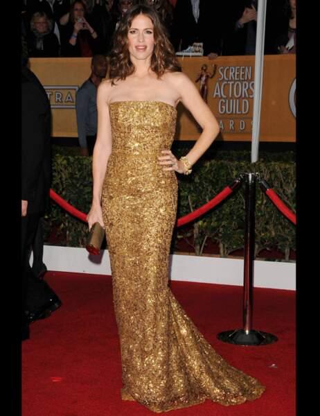 L'actrice Jennifer Garner sculpturale dans une robe bustier mordorée
