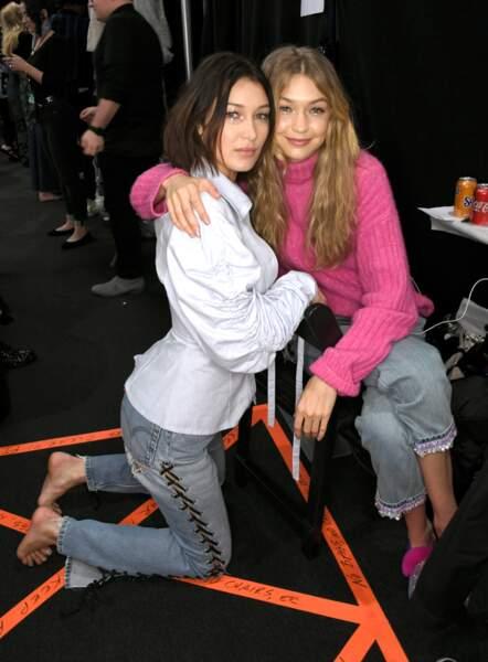 Fashion week de New York - Bella Hadid et Gigi Hadid ensemble dans les backstages du défilé Anna Sui