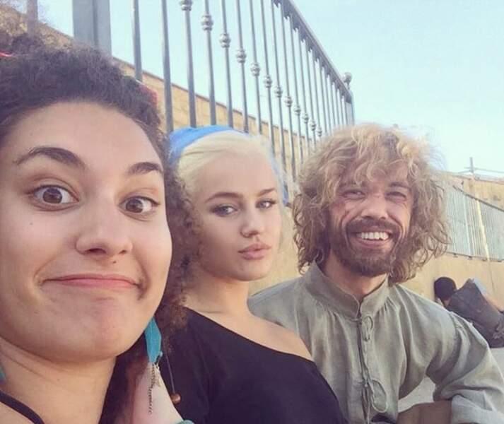 Ici, elle est avec Missandeï et Tyrion