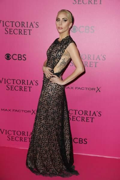 Défilé Victoria's Secret : Lady Gaga en robe échancrée