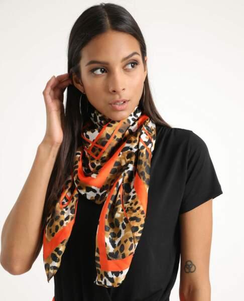Foulard léopard marron et orange, Pimkie, 8,99€