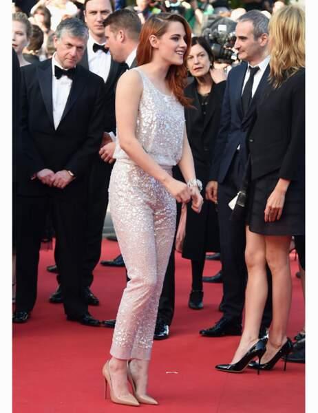 Dans son ensemble nacré, Kristen Stewart impose son style