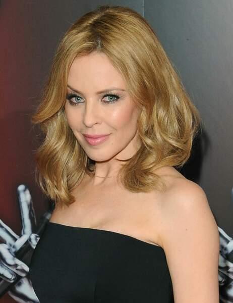 Pour la saison 2014, Kylie Minogue sera coach sur The Voice en Australie et au Royaume-Uni (oui oui, les deux)