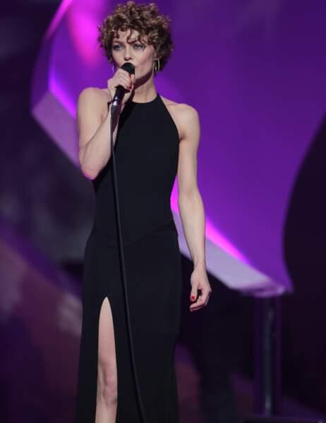 La robe noire façon Angelina Jolie, un classique pour Vanessa Paradis