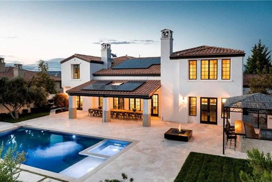 Visitez la superbe villa que Kylie Jenner met en vente : l'arrière de la maison
