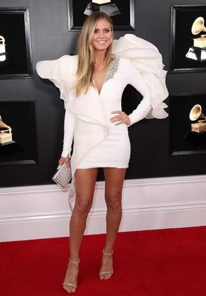 Do Heidi Klum et sa robe blanche aux volumes XXL