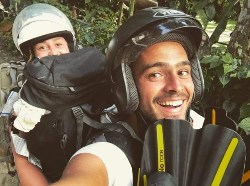 Voici Jérémy et Candice sur un scooter