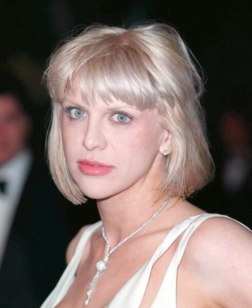 Ces stars qui ont VRAIMENT abusé de la chirurgie esthétique : Courtney Love avant