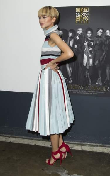 Zendaya a choisi la jupe pastel plissée et longueur midi : ça marche !