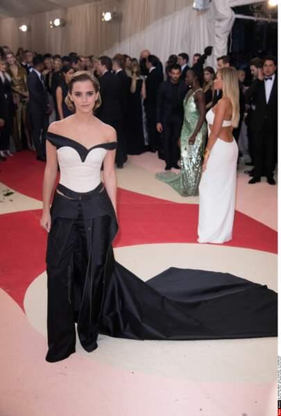 Emma Watson en Calvin Klein Collection (boriiiiiing)