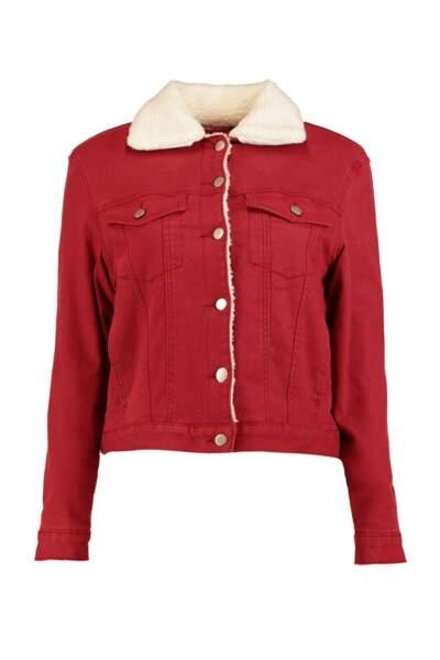 Veste en jean rouge, Boohoo, 42 euros