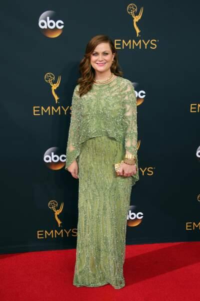 Emmy Awards 2016 : Amy Poehler en Pamella Roland