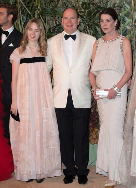 Le prince Albert II de Monaco entouré de sa soeur et sa nièce