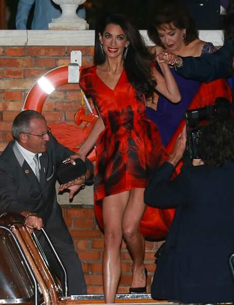 Amal est très sexy en rouge