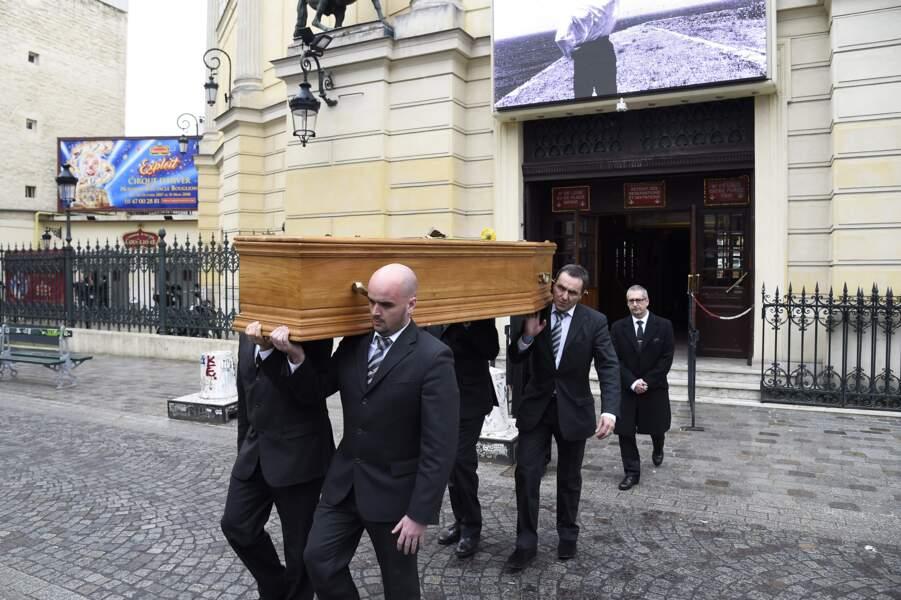 Jacques Higelin se rend au cimetière du Père-Lachaise, le 12 avril 2018