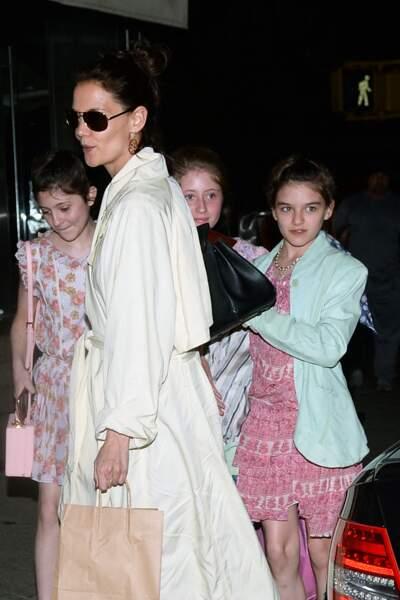Katie Holmes emmène sa fille Suri et ses amies au restaurant à New York pour son anniversaire