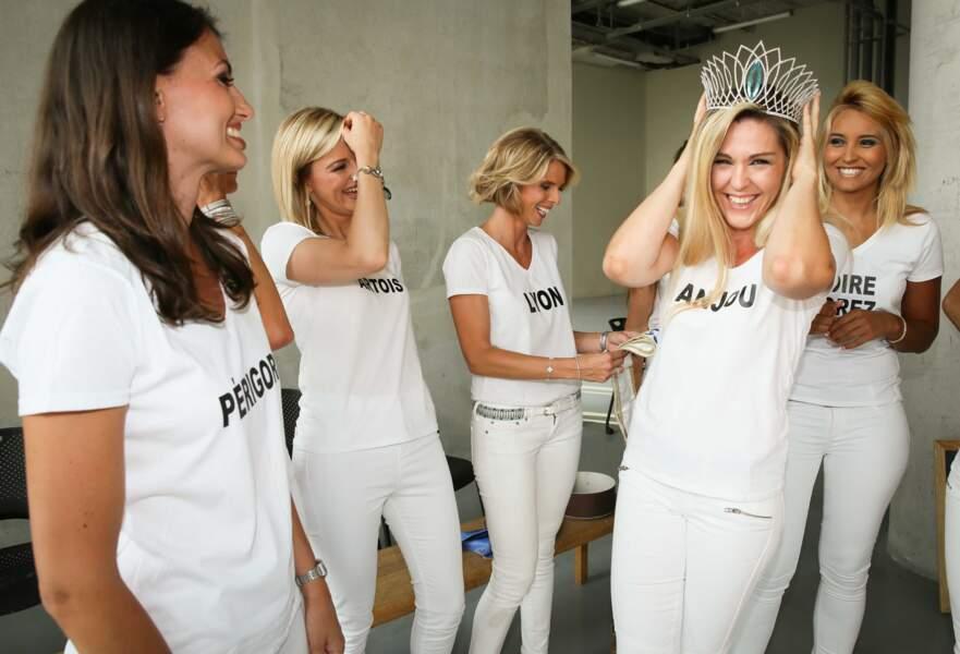Quinze ans après le grand soir, les candidates ont enfin pu essayer LA couronne de Miss France