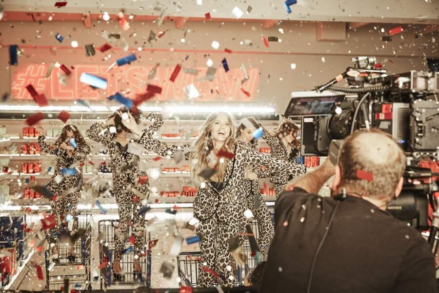 Heidi Klum s'éclate pendant le tournage de la pub
