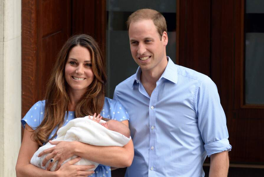 Anniversaire du Prince George - Le 23 juillet 2013 Kate et William présentent leur fils George, né la veille