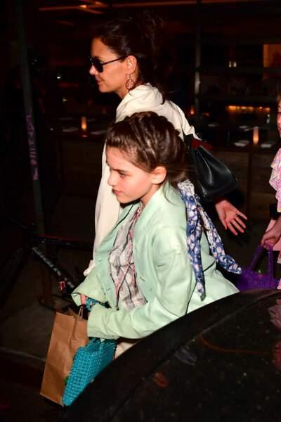 Katie Holmes emmène sa fille Suri Cruise et ses amies au restaurant à New York pour ses 13 ans
