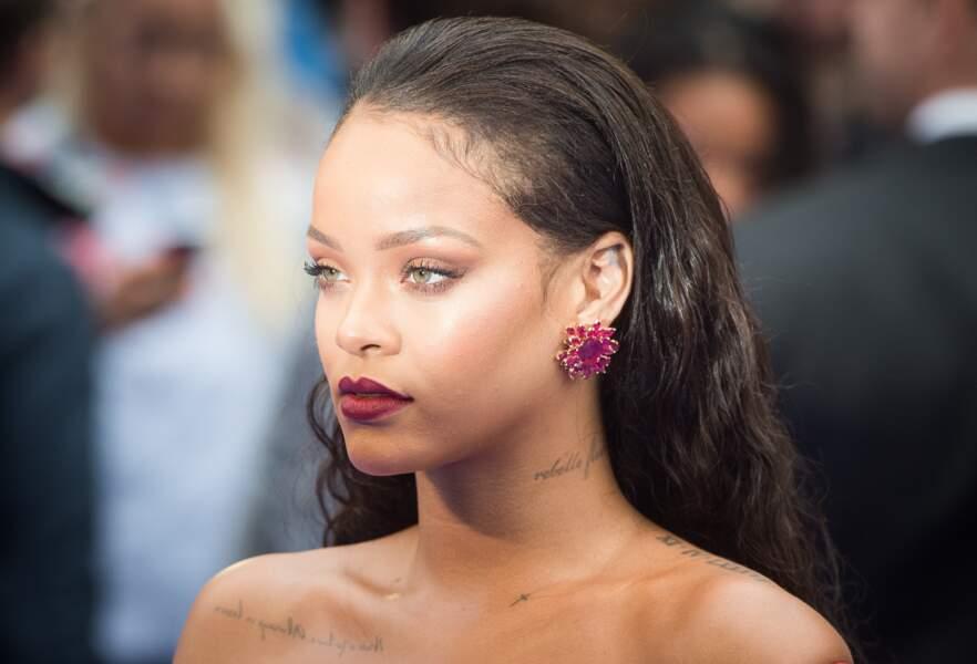 Tatouage: ces stars qui portent un tatouage sur la clavicule - Rihanna