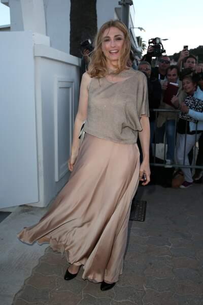 Julie Gayet en proie au vent de Cannes