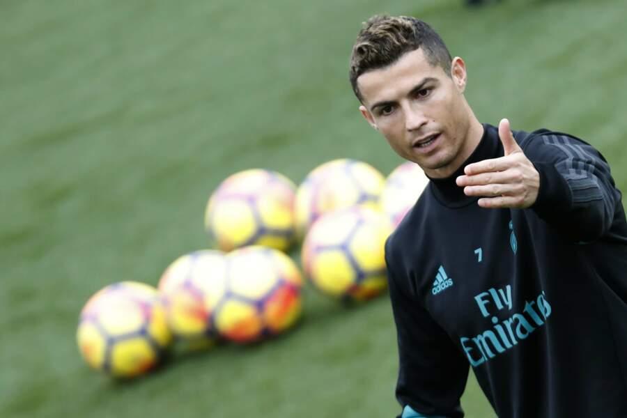 5. Cristiano Ronaldo passionne les internautes, notamment sa vie de famille bien remplie avec son 4ème enfant