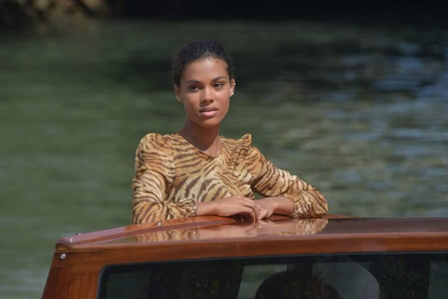 Mostra de Venise : l'arrivée de Tina Kunakey en bateau-taxi