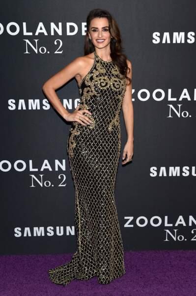 Le show fini, Penélope Cruz revêt sa plus belle robe