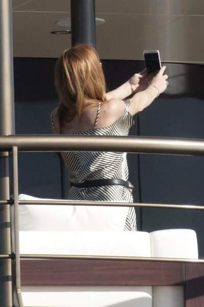 Lindsay Lohan n'a pas de copine pour l'immortaliser, on dirait