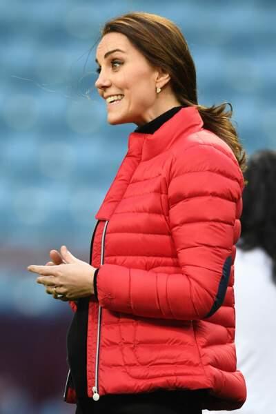 Froid oblige, Kate Middleton avait enfilé une doudoune rouge