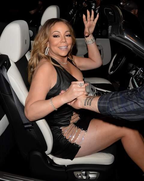 Mariah Carey : piégée par sa robe décolletée, fendue ET très courte, elle en montre trop…