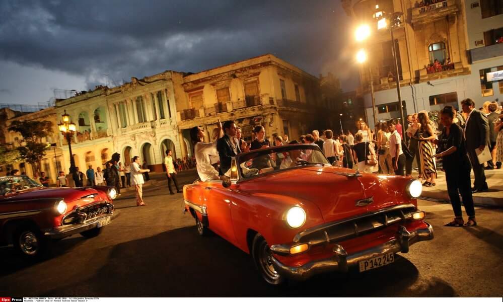 Défilé Chanel à Cuba : la nuit tombe sur La Havane, le défilé peut commencer