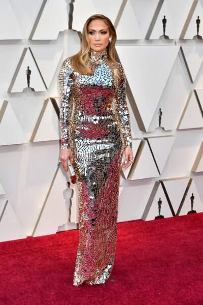 DO - Jennifer Lopez et sa robe longue argentée