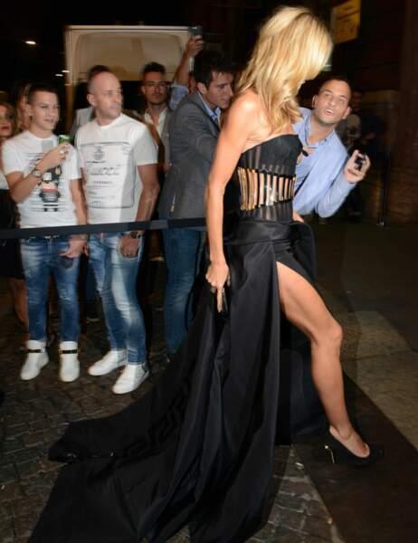 Heidi Klum arrive au gala de l'amfAR à Milan