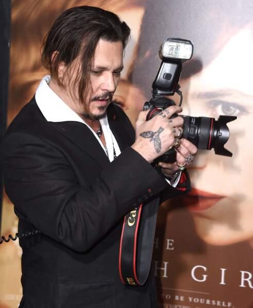 Les tatouages oiseaux de Johnny Depp