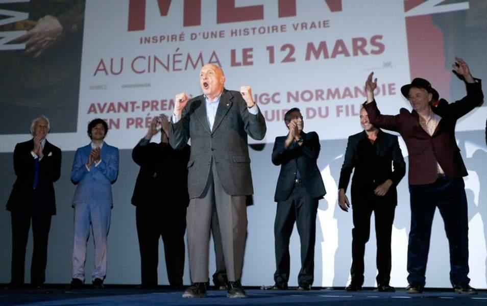 Toute l'équipe de Monuments Men sur la scène de l'UGC Normandie à Paris
