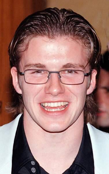 David Beckham en 1997: idem mais avec des lunettes foireuses