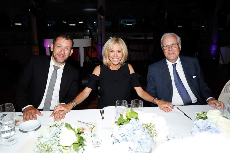 Brigitte Macron a carrément piqué la vedette à Line Renaud en posant avec Dany Boon et David de Rothschild