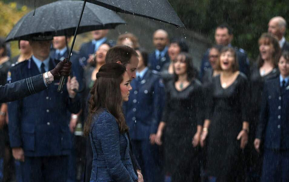 Comment rester digne sous le déluge ? Demandez à Kate et William