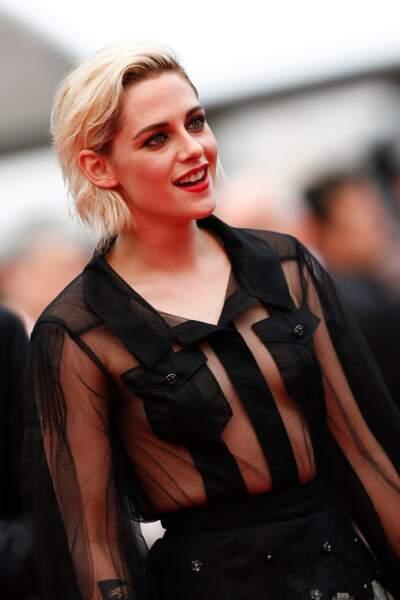Cannes 2016: Kristen Stewart en chemise transparente pour la première de Café Society