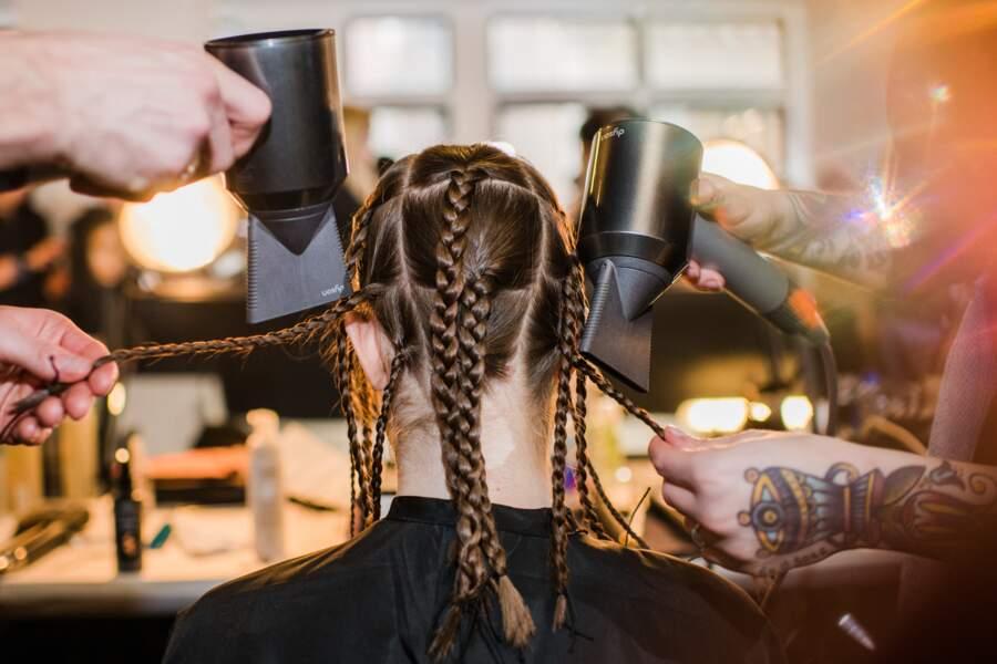 Comment réussir à gaufrer sa chevelure ? Avec Aveda pour le défilé 3.1 Phillip Lim