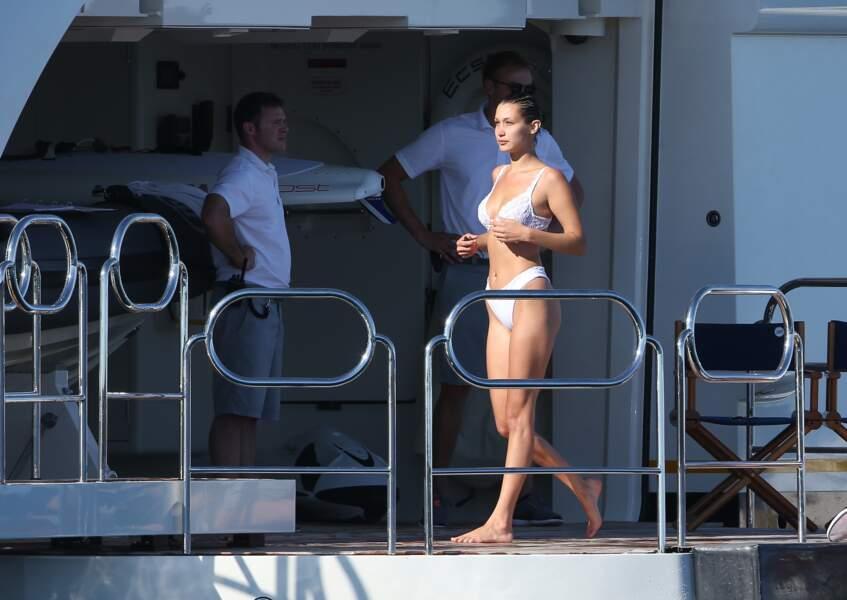Bella Hadid prête à plonger dans la mer
