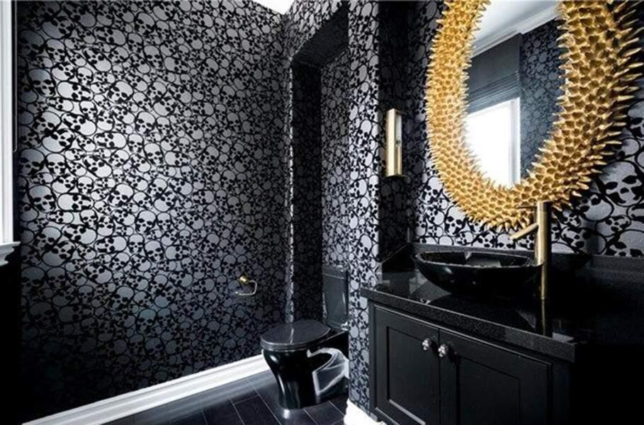 Visitez la superbe villa que Kylie Jenner met en vente : l'espace WC
