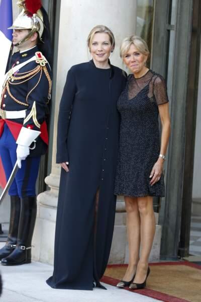 Brigitte Macron en petite robe noire à empiècements transparents
