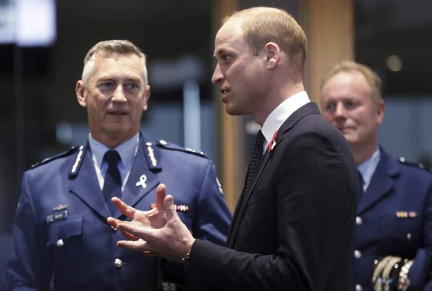 Le prince William rencontre les ambulanciers et la police de Christchurch